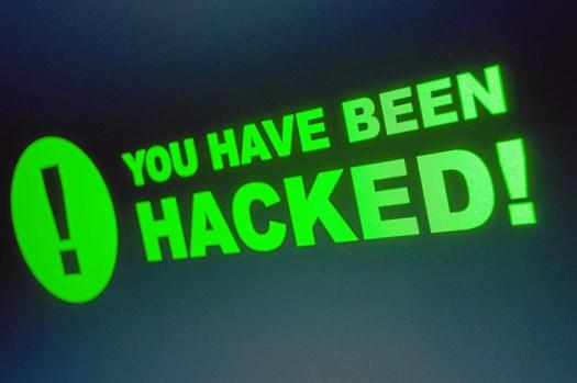 En række dårlige vaner på computeren åbner døren på klem for hackere i cyberspace.