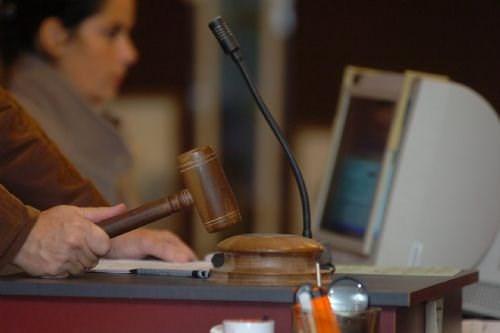 Fra tirsdag vil forkyndelser om at skulle møde i retten komme til borgernes e-boks. Det skal spare betjente.