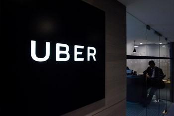 Uber-chauffører, der ikke har opgivet deres indtægter til Skat, risikerer både skattesmæk og bøder. Scanpix/Anthony Wallace