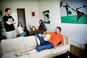 Flere danskere flytter sammen med svigerforældrene, viser ny undersøgelse. Og det kan skyldes, at det giver luft i økonomien. Foto: Scanpix/Christian Als