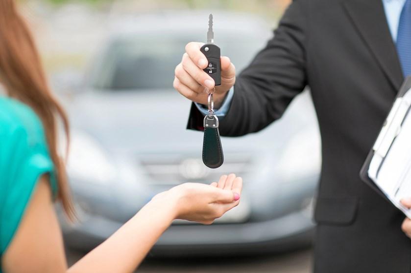 Stadig flere leaser biler, og en del af de brugte leasingbiler ender med at blive solgt videre til almindelige danskere, som håber på en god handel.