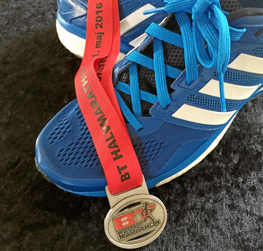 Hjertestop midt på halvmaratonruten kunne få mange til at smide løbeskoene ud, men ikke 16-årige Emil. Til april er han tilbage, hvor han faldt livløs om under BT Halvmarathon i 2016.