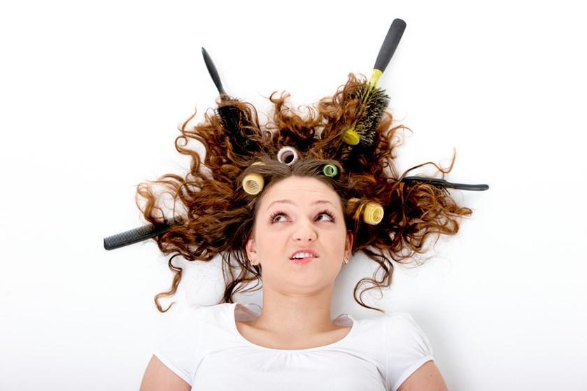 Hvis du vil have blankt, blødt og lækkert hår (og hvem vil ikke det?), så kan det godt betale sig at gøre en ekstra indsats for at behandle dit hår pænt. Det gælder både måden, du vasker, tørrer og styler det på.