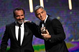 Midt i sin hæsblæsende Hollywood-karriere, velgørenhedsarbejde verden over og forberedelsen af fru Amal Clooneys forestående tvillingefødsel afsatte George Clooney sin søndag eftermiddag til at fejre en helt særlig fødselar.
