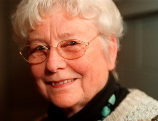 Cecil Bødker har skabt romanfiguren Silas i de bøger, der gennem 50 år har holdt børn og unge med selskab. Den 27. marts fylder hun 90 år.