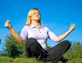 Hvis vejrtrækningen sidder et sted helt oppe omkring kravebenet, spænder kroppen op og stresser unødvendigt.