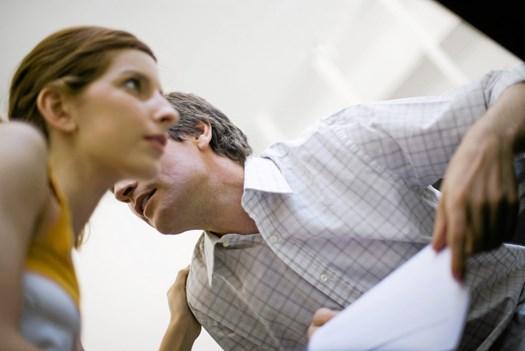 Flipper du ud over små bagateller, eller skælder du ofte din mand ud, så bør du overveje at ændre på dine vaner, for det kan få selv den bedste mand til at forlade et forhold.
