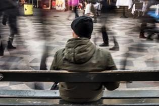Danskerne føler sig oftest ensomme, når de er sammen med nye mennesker, viser ny undersøgelse.