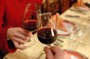 Et studie har vist, at vindrikkere blandt andet har højere forbrænding og bedre søvnkvalitet. Find ud af, præcis hvor meget du vin du skal drikke hver aften.