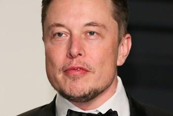 Stifteren af Tesla, Elon Musk, spår, at selskabet vil kunne producere 500.000 biler om året fra 2018 (arkivfoto). Scanpix/Jean-baptiste Lacroix