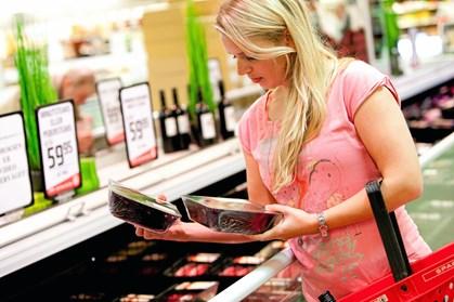 Undgå at lægge en storstilet madplan, der fejler gang på gang. Enkelte lette kneb kan øge chancen for at spare tid og penge i køkkenet.