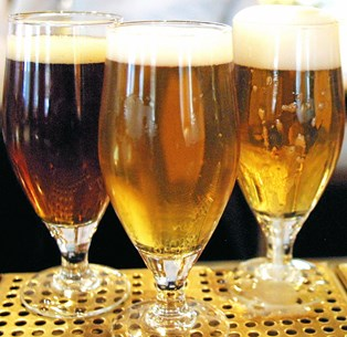 Vil du skabe mere glæde i soveværelset? Så anbefaler videnskaben, at du tager en øl, inden I kravler under dynen.