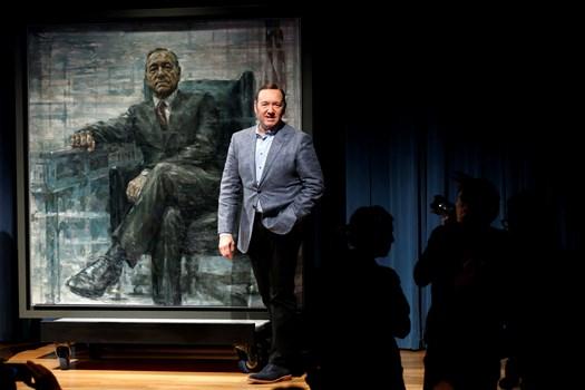 """Mange kender ham i rollen som den kyniske og magtfulde præsident Frank Underwood i successerien """"House of Cards""""."""