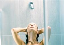 Kender I også til problemet med, at den ene vil have badevandet væsentligt varmere end den anden? Det er der en helt naturlig forklaring på!