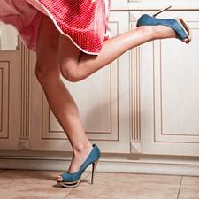 Der er noget ambivalent ved at købe nye sko. På den ene side er det altid dejligt at forkæle sig selv med nyt fodtøj, men på den anden side er det virkelig ubehageligt at skulle gå dem til, fordi det kan ende med vabler.