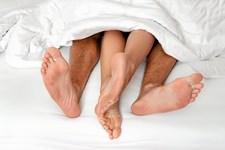 Det er ikke unormalt at man i parforhold, med årene, går direkte til 'biddet', når man skal have sex fremfor at lade godt op med det ellers ret underholdende forspil, og det er ærgerligt for begge parter, siger eksperterne