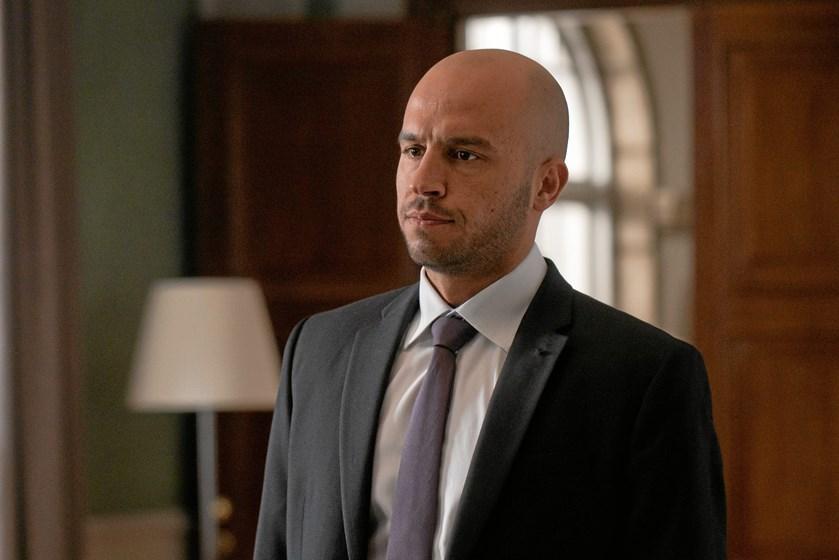 """Skuespilleren Dar Salim er blevet et kendt ansigt i de danske tv-stuer fra serier som """"Gidseltagningen"""", """"Dicte"""" og """"Broen"""", og snart toner han igen frem på skærmen."""
