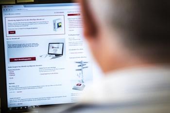 Ikke mindst ældre er ofte forvirrede over digital post. Foto: Scanpix/Sophia Juliane Lydolph