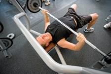 Hvis det går for langsomt med at opbygge store biceps, så kan det være fordi du laver disse tre almindelige fejl.