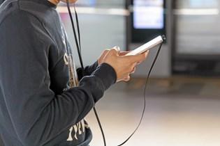 Vi er vant til at være online på vores telefon overalt - uanset om vi skal ringe til familie og venner eller tjekke de seneste nyheder