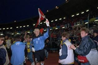 Peter Schmeichels redning med én hånd i EM-finalen i 1992 var ikke et udslag af overskud, fortæller keeperen.