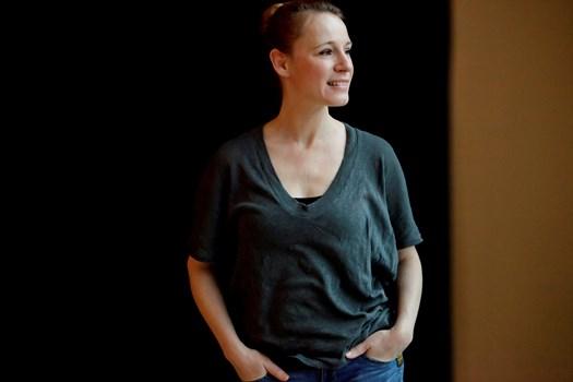 Sidste år blev Iben Hjejle sygemeldt med stress, men nu er skuespillerinden heldigvis så meget ovenpå igen, at hun takker ja til nye opgaver