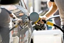 Alle biler kører længere på literen i dag end de gjorde i år 2000, men nogle producenter har formået at klemme flere kilometer ud af hver enkelt liter brændstof end andre.