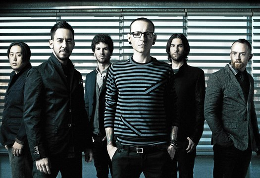 Sangeren Chester Benningtons død har sendt en bølge af sorg og chok gennem det amerikanske band Linkin Park.
