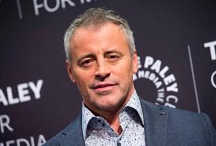 """Han var blandt de seks hovedroller i 1990'ernes nok mest populære komedieserie, """"Venner"""", og nu fortæller Matt LeBlanc, der spillede Joey, at han nær var gået hen og var blevet castet som den fjollede familiefar Phil i """"Modern Family""""."""