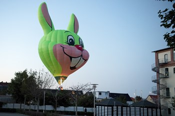 Svensk ballon nødlandede på Mølleparkvej i Aalborg. Foto: Henrik Bo
