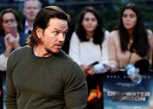 Den amerikanske skuespiller Mark Wahlberg indtager førstepladsen på magasinet Forbes' årlige liste over de bedst betalte mandlige skuespillere i verden.