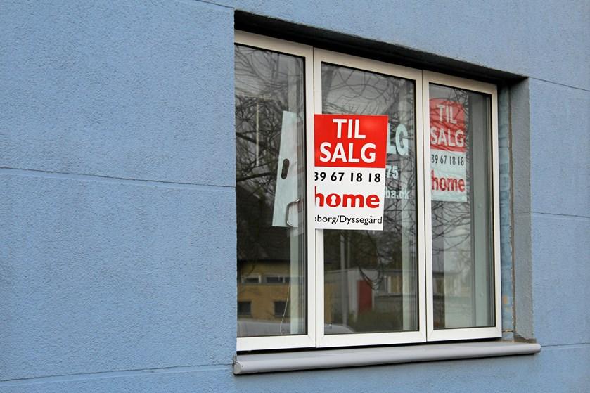 """Mens boligpriserne bare stiger og stiger, gennemfører Finanstilsynet stramninger på lånekrav i de såkaldte """"boliger i vækstområder"""" - altså boliger i København og omegn og Aarhus, hvor prisernes himmelflugt tilsyneladende ingen ende vil tage."""