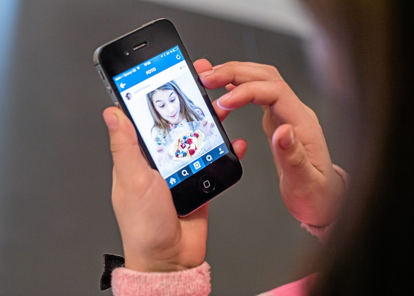 Det kan være svært at finde hoved og hale i udvalget af smartphones på markedet. Her giver to mobileksperter en hjælpende hånd til at få overblik, inden man køber en ny smartphone sit barn.