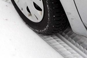 Har du dæk stående klar til vintervejret, eller skal du nå at bestille nye, inden frosten fæstner sig? Læs med her, hvad du skal være særligt opmærksom på.