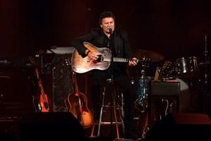 Med 23. album og 5 opsamlingsalbum på cv'et er Poul Krebs en erfaren herre i den danske musikbranche.