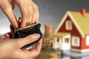 Det bliver sat markant flere underskrifter på købsaftaler på boligmarkedet end for et år siden, viser tal.