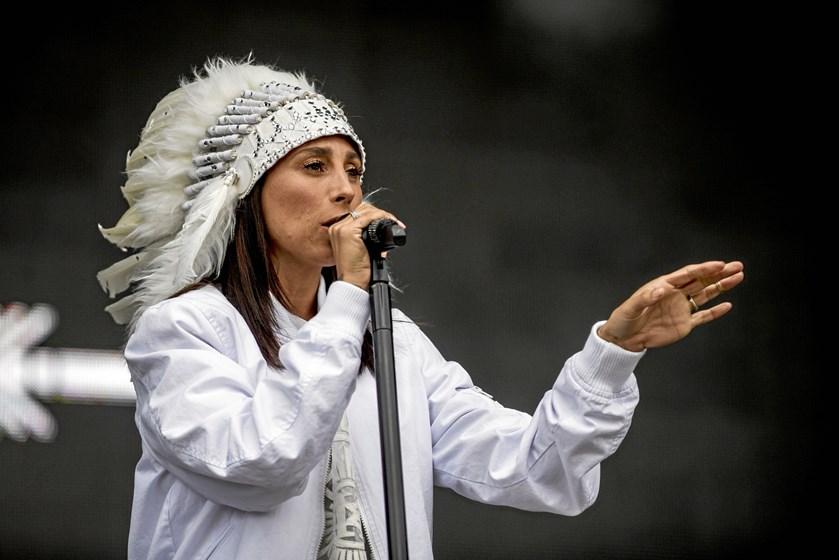 Sidste år rejste sangeren Mads Langer en kritik mod Danish Music Awards, fordi kunstnerne ikke spillede live.