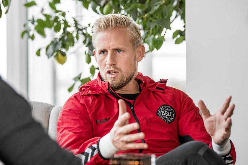 Landsholdet har vænnet sig til Åge Hareides stil, og derfor er danskerne blevet svære at slå, mener målmanden.