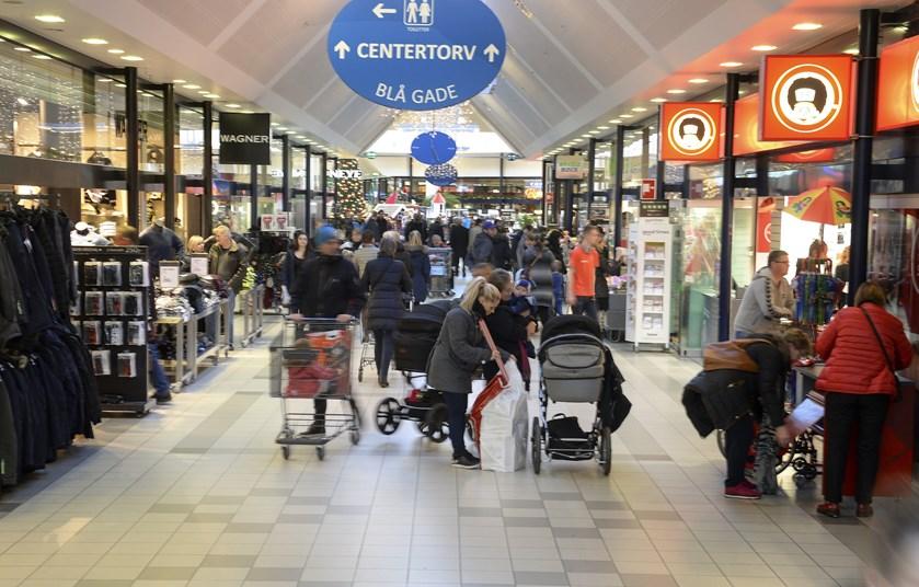Hver husstand vil bruge 4100 kroner ekstra på gaver, mad og drikke op til jul, spår Dansk Erhverv