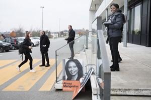 Kandidaterne til kommunal- og regionsvalg kan nå at flytte stemmer, helt frem til at stemmestederne lukker