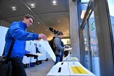 To timer efter åbning af valgsteder havde 11,5 procent på udvalgte valgsteder i hele landet sat deres kryds