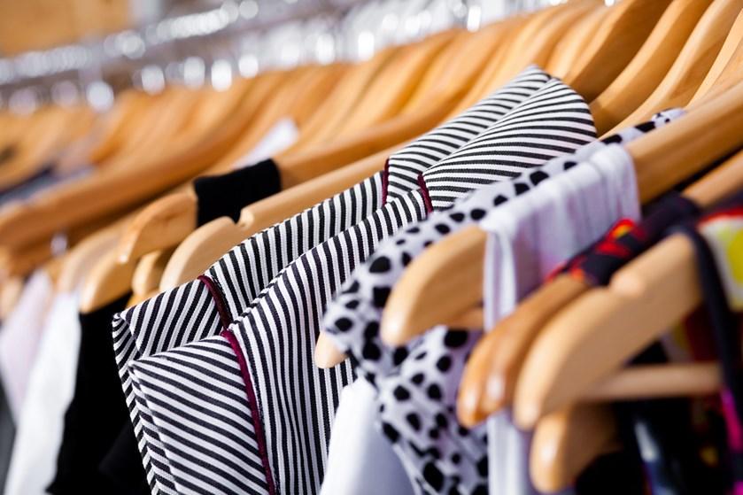 Produktion, konkurrence og økonomi spiller ind, når du som forbruger oplever, at det kan være svært at finde tøj, der passer til dine kurver
