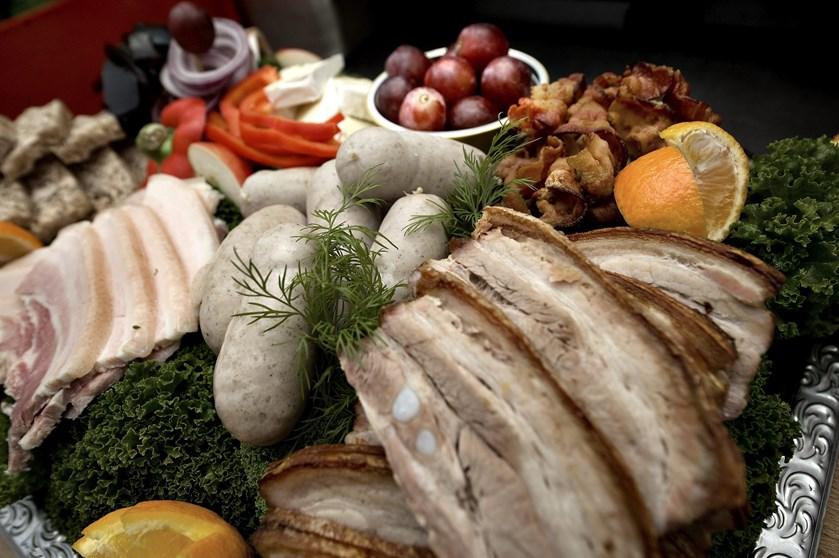 Kalorierne hober sig uvægerligt op i december måned. Men der er flere måder at undgå de mange fede fælder