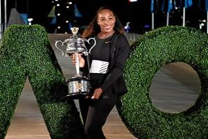 Serena Williams har genoptaget træningen efter barsel, og hun planlægger at stille op i Australian Open.
