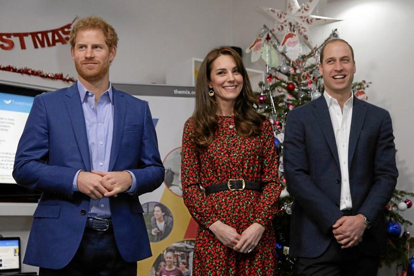 Prins William og prins Harry er store fans af Star Wars. I næste uge får de at se, om de selv er med i den nye film.