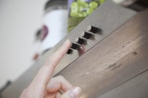 Får man ikke skiftet luften, efter at man har lavet mad, kan det over en lang periode danne kondens og skabe grobund for skimmelsvamp.
