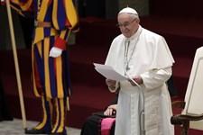 Den mest kendte bøn fra kristendommen skal skrives om, mener pave Frans. Den kan nemlig misforstås, lyder det.