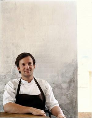 René Redzepi var i 2003 med til at åbne Noma, som serverer gourmetmad med nordiske råvarer. 16. december fylder den anerkendte kok 40 år.