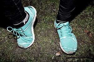 Det kan være svært at komme afsted med løbeskoene på, når det er mørkt og koldt. Men det er der råd for, hvis du spørger en løbeekspert og en fysioterapeut.