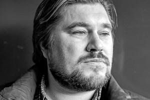 "Rasmus Bjerg spiller John Mogensen i filmen ""Så længe jeg lever"". Nu er filmens officielle trailer klar."